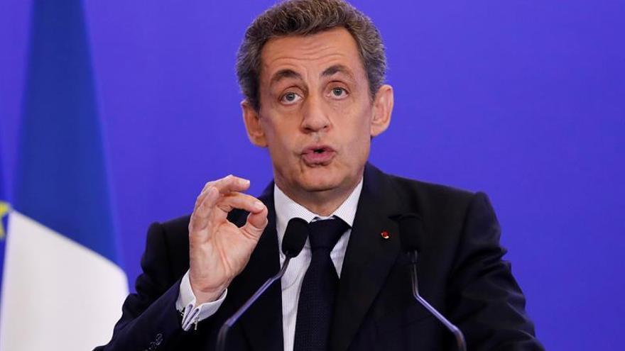 Sarkozy pide la elaboración de un nuevo tratado europeo para refundar la UE