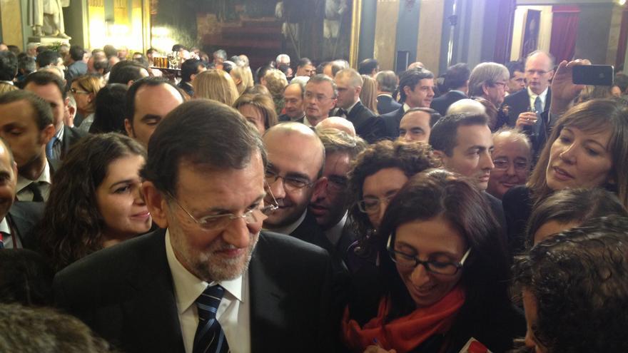 Rajoy, rodeado de periodistas el Día de la Constitución