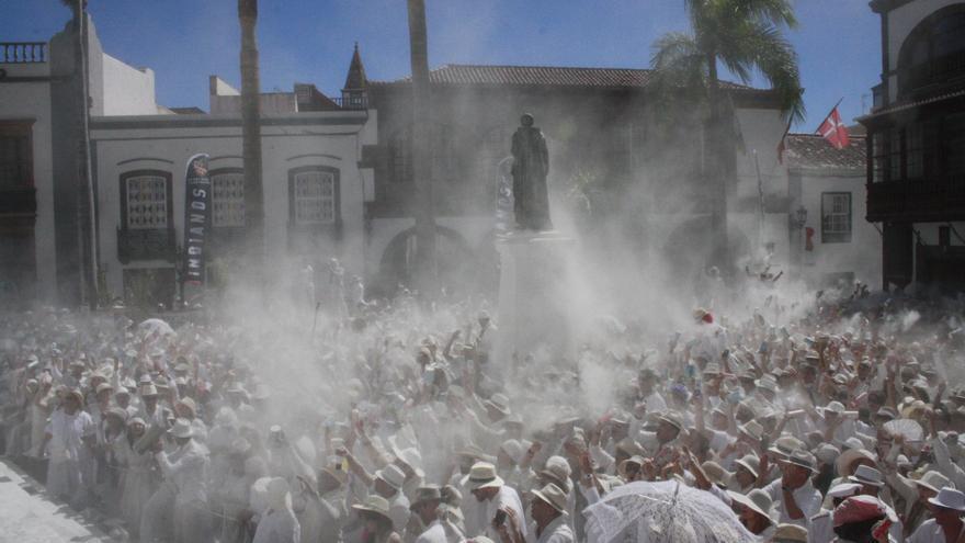 En la imagen, la Plaza de España tomada este lunes por la polvareda.
