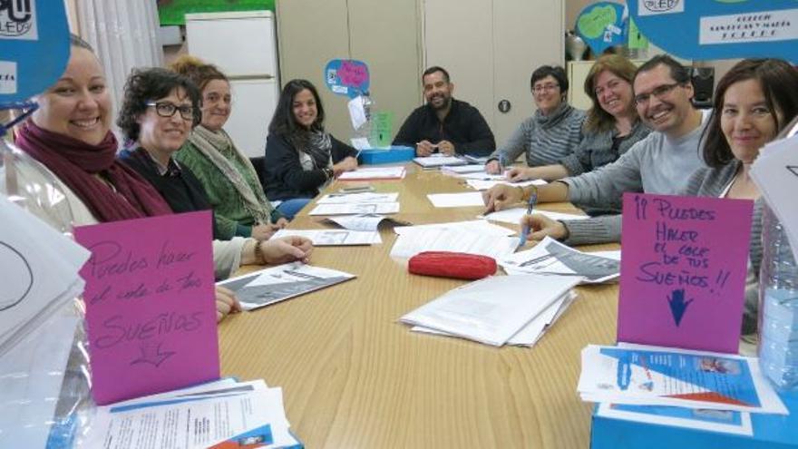Reunión de profesores del CEIP San Lucas de Toledo con Ayuntamiento y servicios sociales