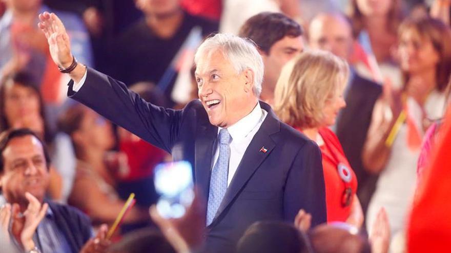 Piñera lidera carrera presidencial en Chile con cuatro puntos sobre Guillier