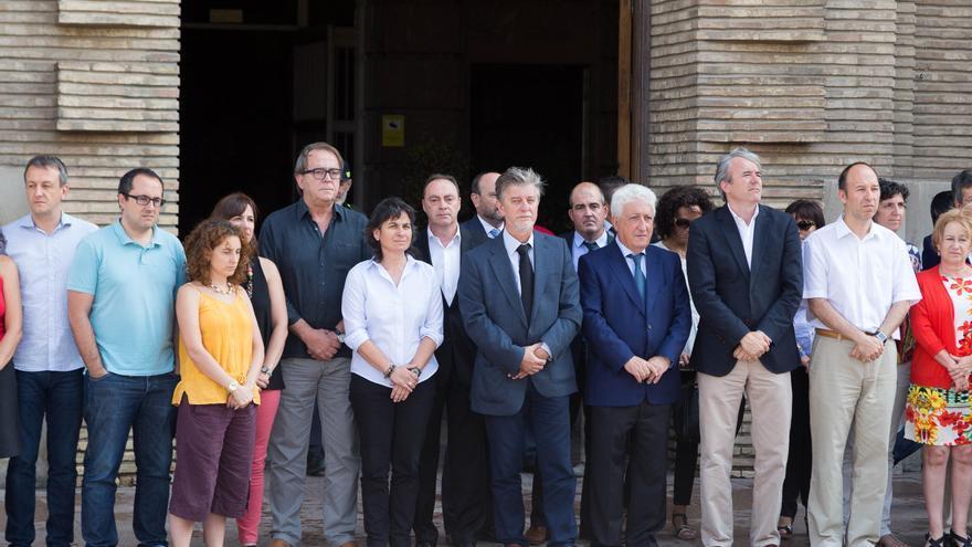 Minuto de silencio en el Ayuntamiento tras el último asesinato machista que tuvo lugar en Zaragoza.