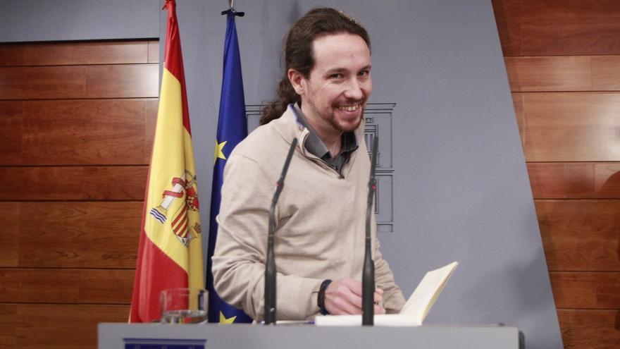 """Iglesias insiste en un referéndum en Cataluña pero dice que """"lo urgente"""" es una ley de emergencia social"""