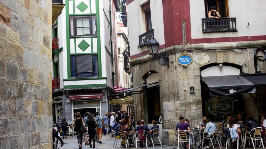Terrazas en las Siete Calles, el casco viejo de Bilbao.