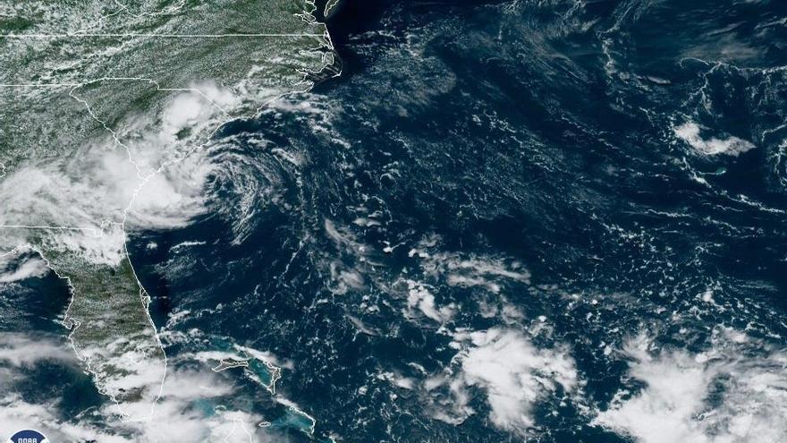 Detrás de Danny, dos ondas tropicales enfilan hacia el Caribe