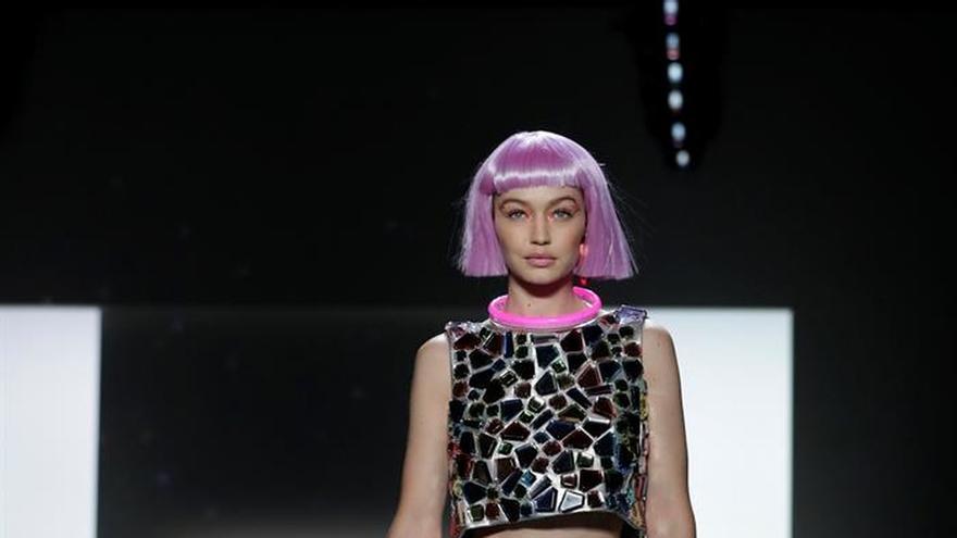 7ef031a63dd08 Tom Ford revive los 80 y Jeremy Scott viaja al futuro en la Semana de la  Moda