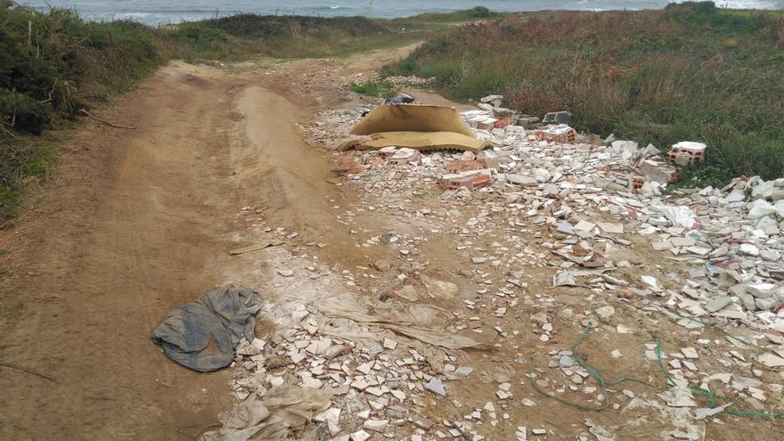 La Asociación Centinelas denuncia vertederos incontrolados en la costa de Santander