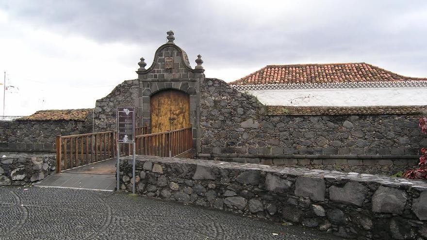 En la imagen, entrada del Castillo de Santa Catalina.