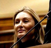 """La Sexta pilla a la diputada del PP Andrea Fabra gritando """"¡Que se jodan!"""", tras el anuncio de los recortes a parados"""