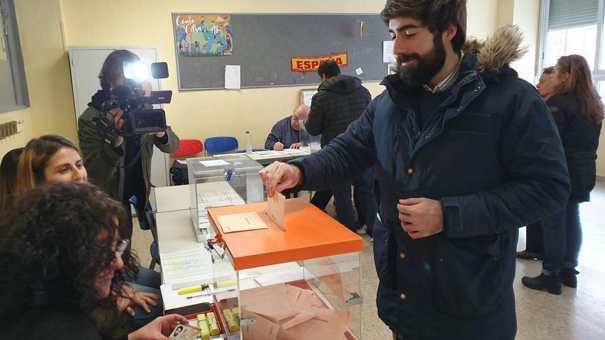 El candidato de Vox por Toledo, Manuel Mariscal, ha votado en Madrid