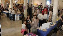 Varios puestos informativos de la Feria Social de 2014. Foto cedida por el Mercado Social de Madrid