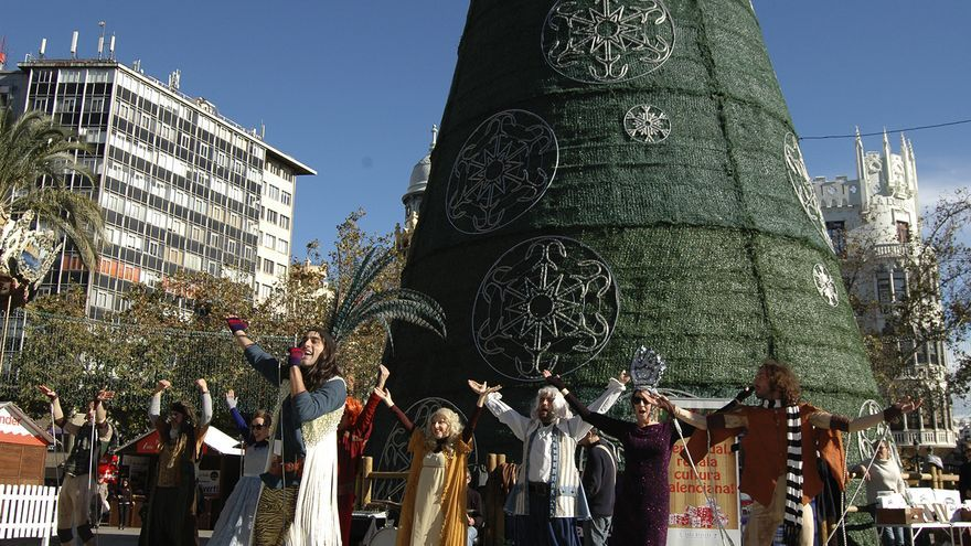 Presentación de la campaña 'Esta Navidad, regala cultura valenciana', en la plaza del Ayuntamiento