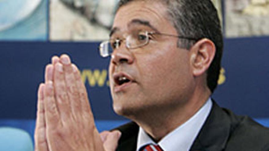 Francisco González (PP), alcalde de Mogán, en su rueda de prensa de febrero de 2007 posterior a su detención en el marco de la 'operación Góndola'. (QUIQUE CURBELO)