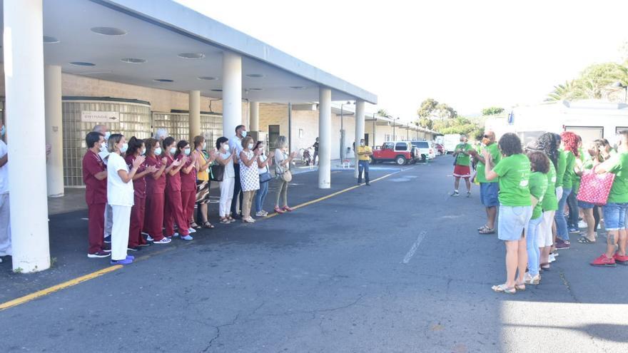 El personal sanitario de La Palma recibe el reconocimiento de los participantes en la campaña 'Summer Time'