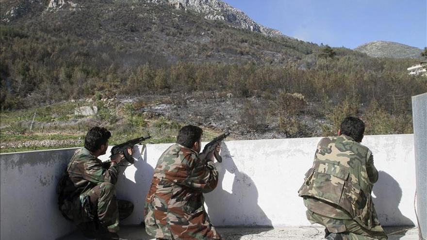 El ejército sirio avanza por el norte de Latakia y controla un monte estratégico
