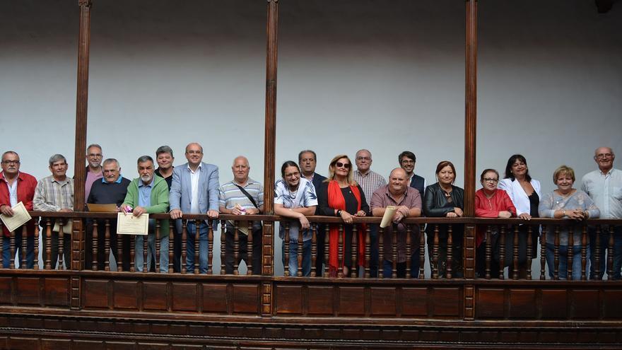 Foto de familia en la Casa Salazar.