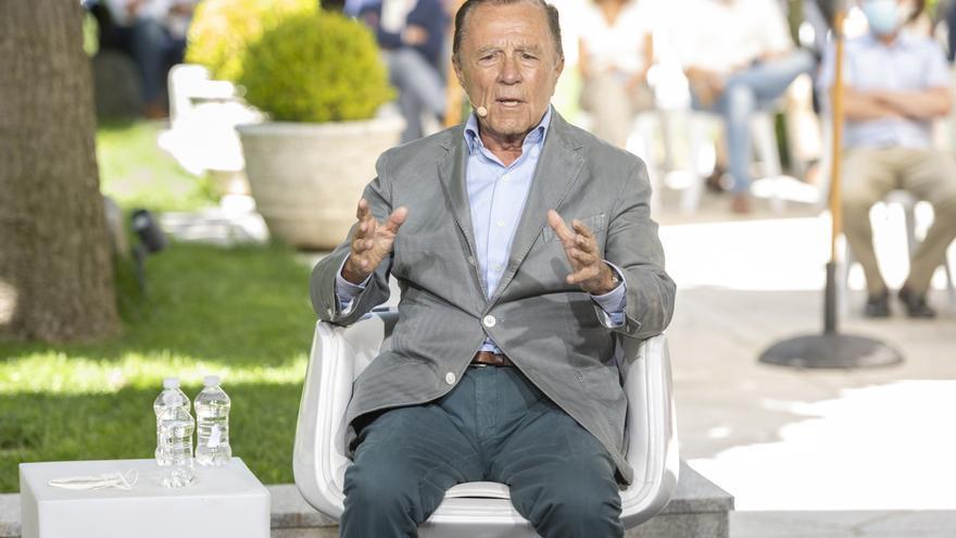 El exministro y diplomático Ignacio Camuñas, participa en la mesa redonda 'La Concordia, base de nuestra Constitución y del éxito de nuestra democracia'.