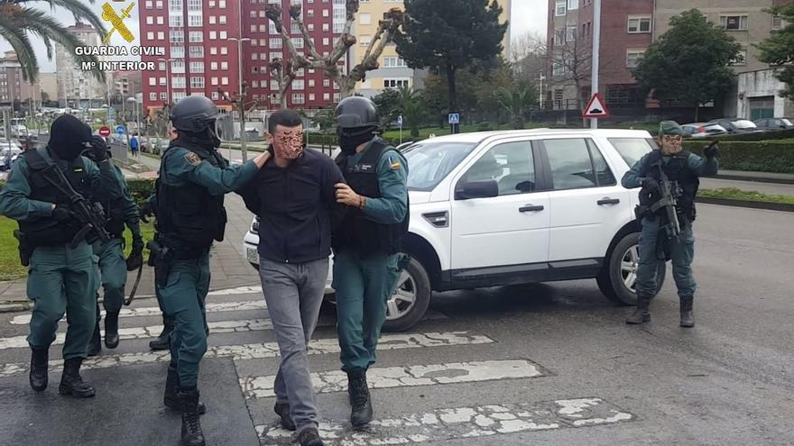 Tres detenidos como presuntos autores de al menos seis robos en viviendas unifamiliares de Cantabria