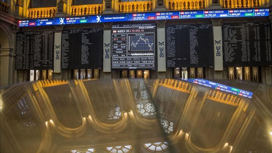 La bolsa española abre al alza y el IBEX recupera un 0,77 % y los 10.300