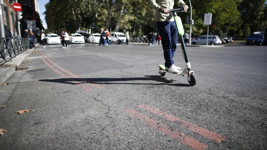 Todas las empresas de patinetes que operan en Madrid incumplen la normativa.