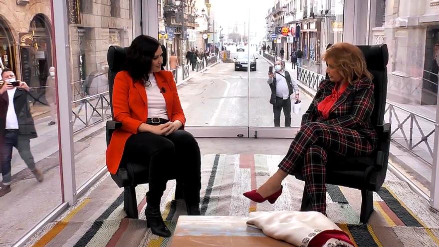 Isabel Díaz Ayuso y María Teresa Campos, en 'La Campos Móvil'