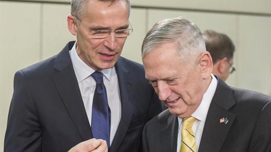 """La OTAN reconoce el """"desafío"""" si los aliados no invierten más como pide EEUU"""
