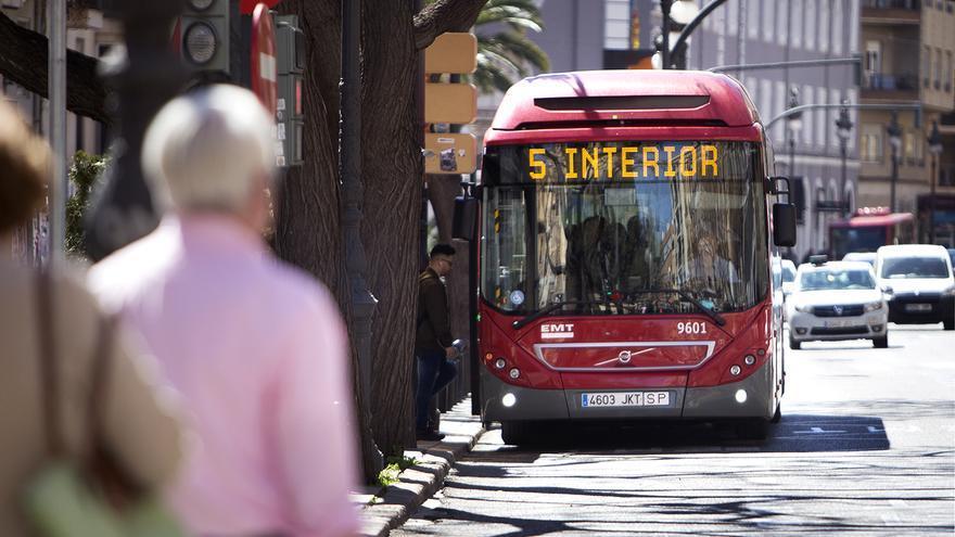 Un autobús de la línea 5