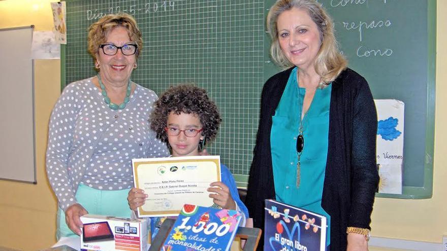 En la imagen, Adán Plata Pérez,  ganador del primer premio, alumno del CEIP Gabriel Duque Acosta de Santa Cruz de La Palma.
