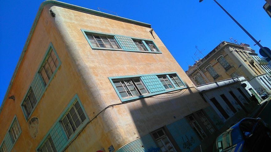 Edificio deteriorado y con valor histórico que está radicado en el entorno de Miraflores