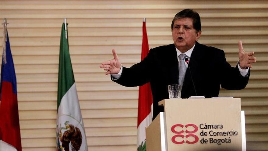 Alan García dice que colaborará con comisión de caso Odebrecht en Perú