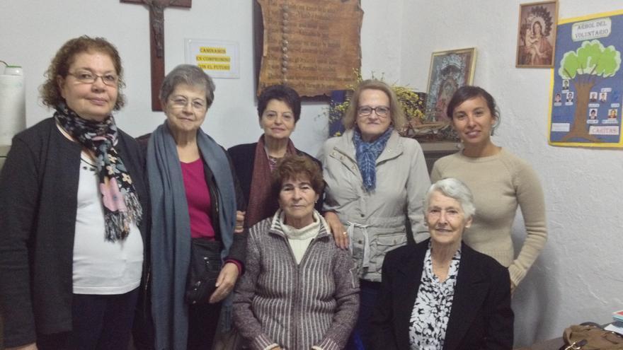 Voluntarias de Cáritas en la acogida de la iglesia de La Luz