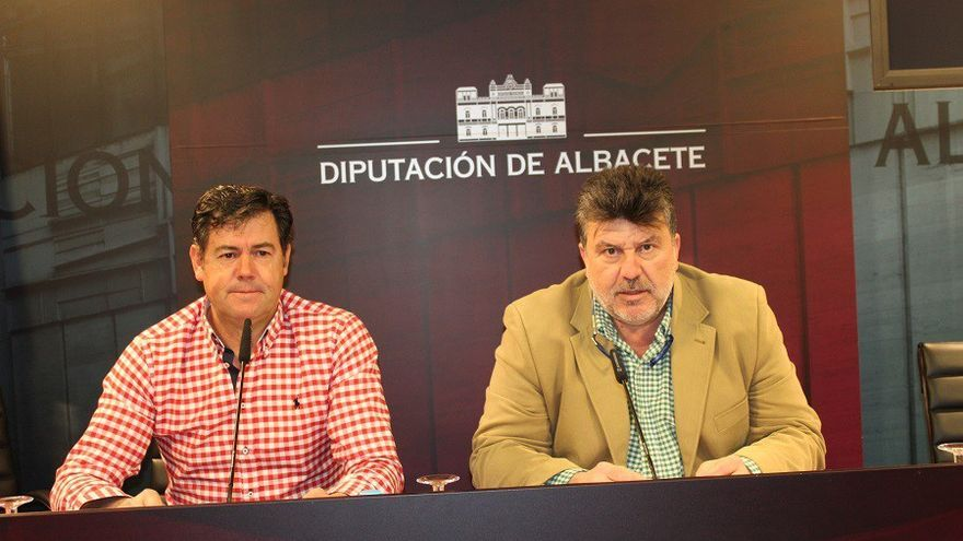 Los alcaldes de Peñas, Antonio Serrano; y de Alcadozo, Ángel Alfaro, dan cuenta de la sentencia del Supremo