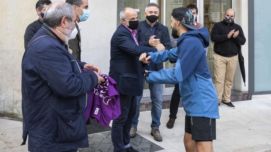 """El consejero de Sanidad, Miguel Rodríguez, asiste al reto deportivo """"Desde Bilbao a Santander por el Camino del norte"""""""