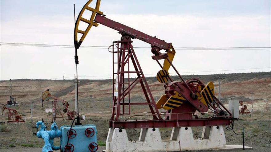 El petróleo de Texas abre con un descenso del 0,04 % hasta los 50,53 dólares