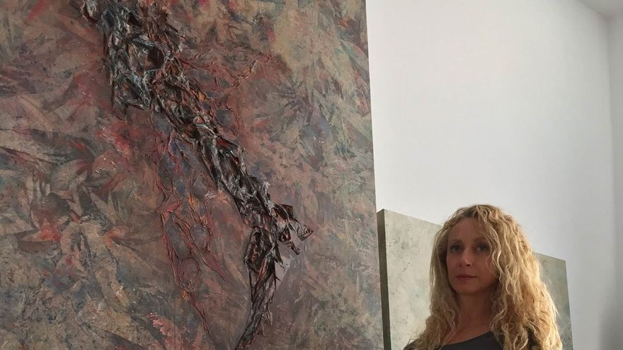 Pepa Sosa, junto a su obra pictórica
