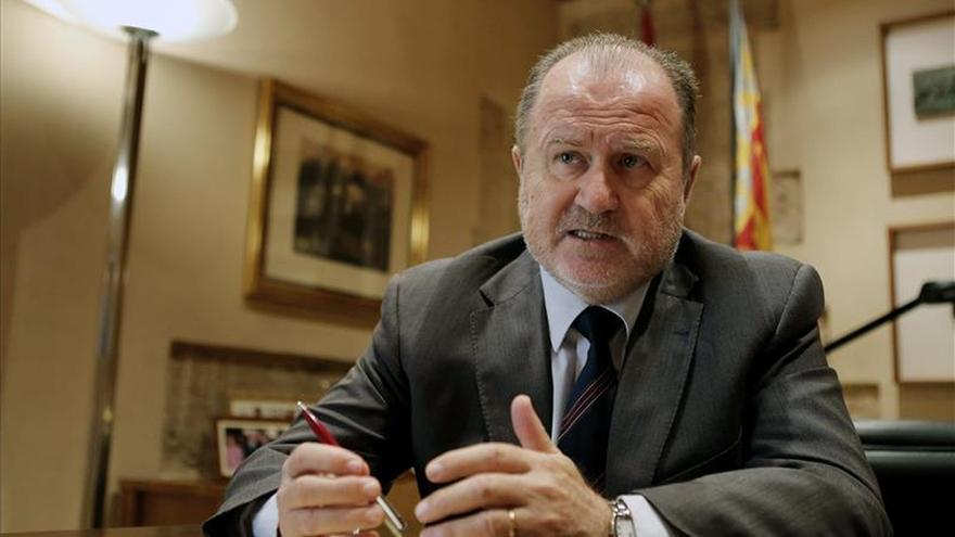 """Font de Mora cree que """"los Parlamentos no son mejores ni peores por el número de grupos"""""""