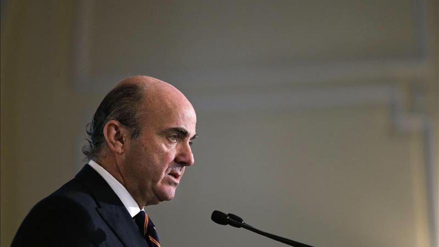 De Guindos sostiene que los inversores no prevén el escenario de Cataluña independiente