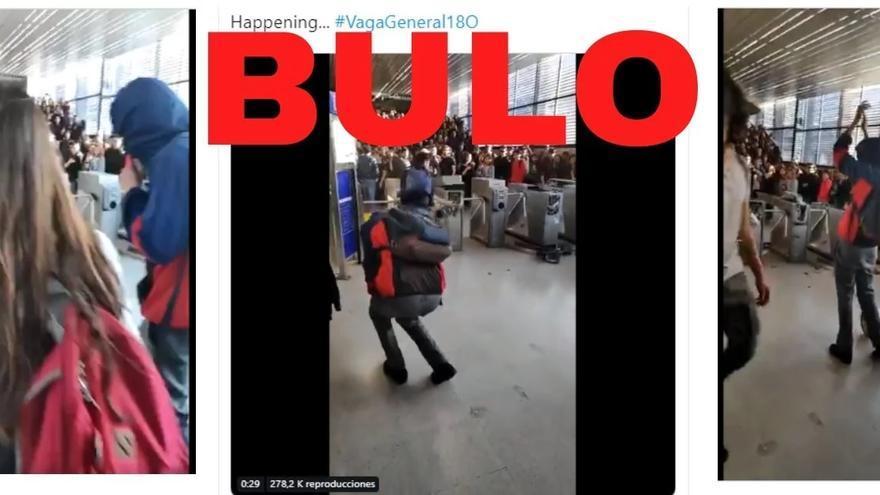 Jóvenes destrozando torniquetes en el metro de Chile