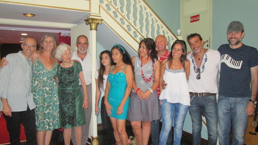 En la imagen, la familia Martell tras la presentación del libro. Foto: LUZ RODRÍGUEZ.