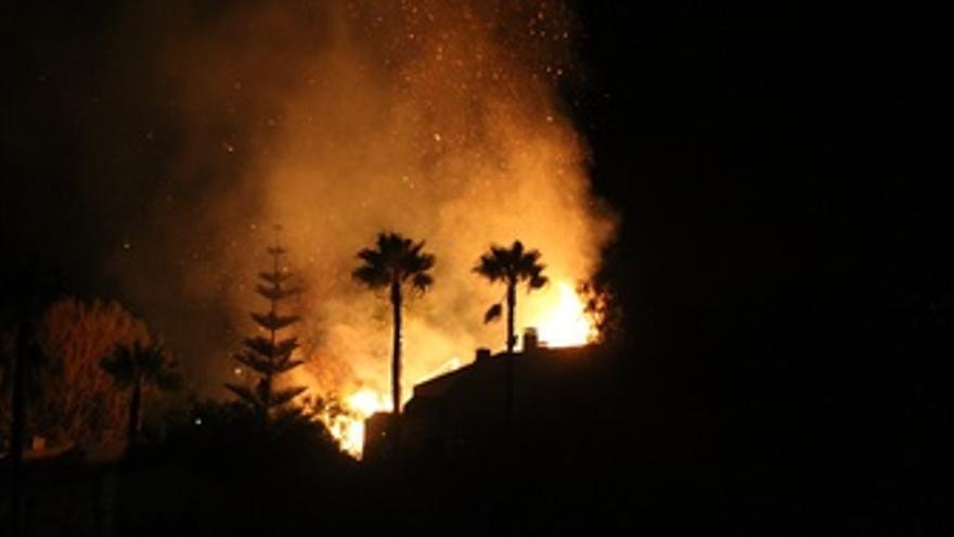 Incendio Declarado En El Jardín De Una Casa En La Herradura