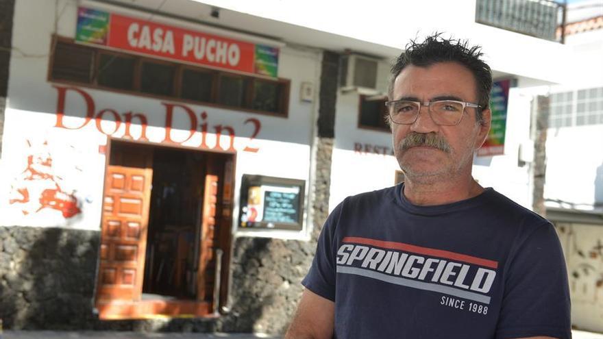 El empresario Inocencio Padrón, propietario del bar restaurante Don-Din, en el municipio de La Frontera, que será seguramente uno de los que abran este lunes.
