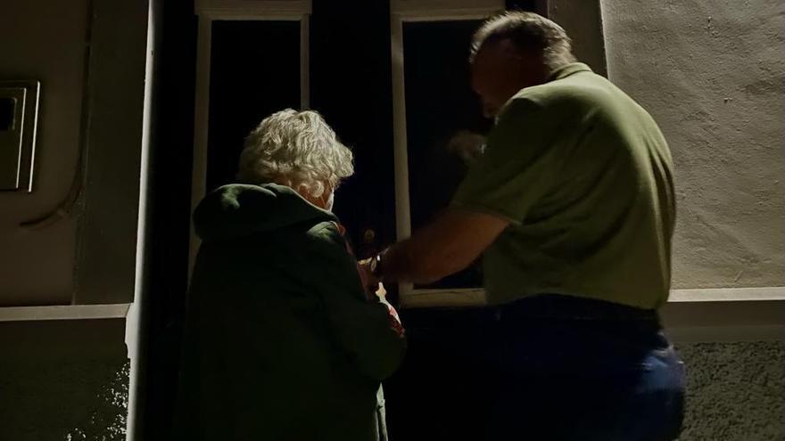 La segunda noche bajo la lava de La Palma: ''Hoy dormimos en casa, pero mañana no se sabe''