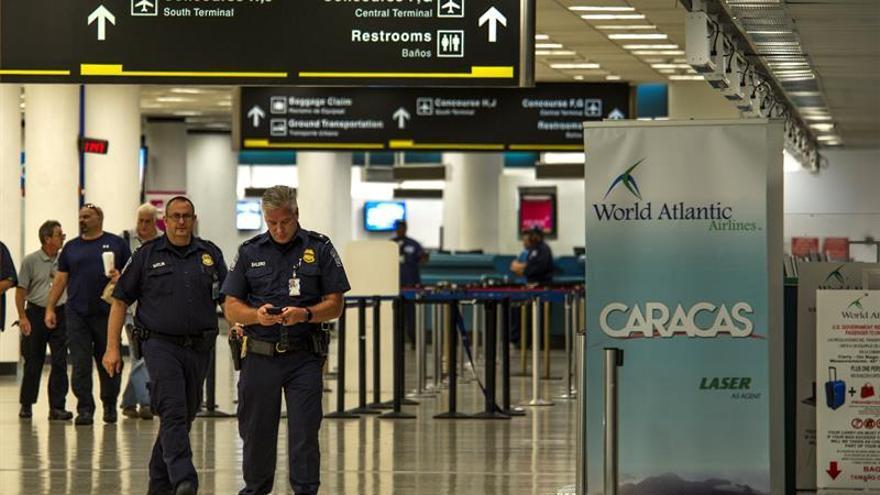 El Aeropuerto Internacional de Miami seguirá cerrado el lunes por los daños de Irma