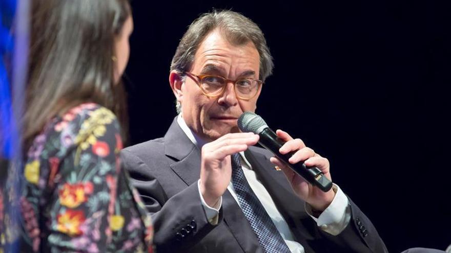 Mas aborda la situación en Cataluña con la primera ministra escocesa