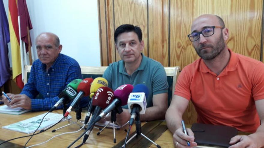 """El presidene de UPA Castilla-La Mancha y el presidente de los Regantes de la Cabecera del Segura han denunciado el """"expliio"""" de los recursos hídricos del sureste albaceteño."""