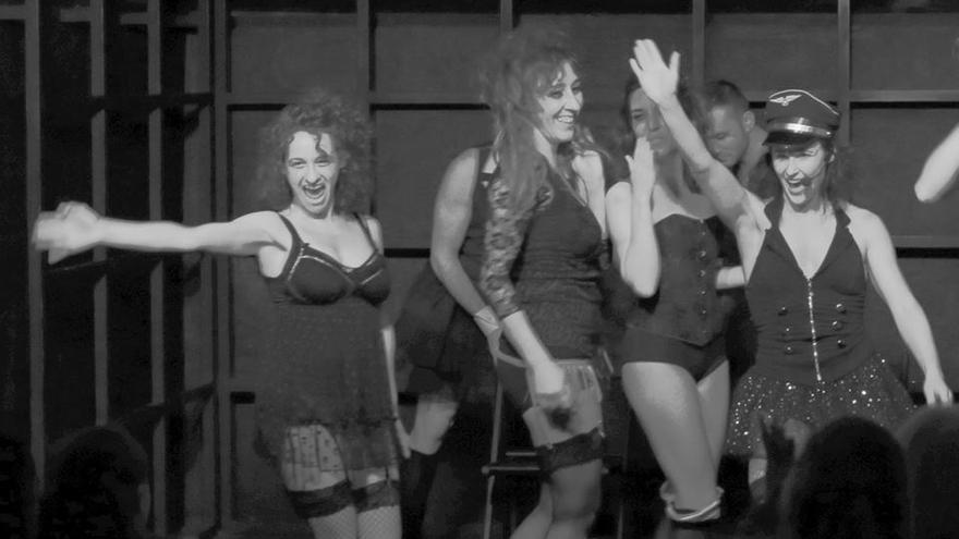 Actuación de una de las obras de teatro dirigidas por Rosa Casuso.