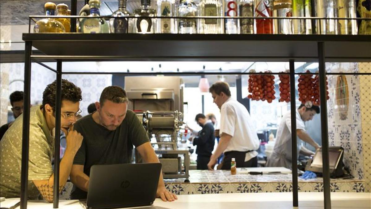 Albert Adrià, en uno de los restaurantes mexicanos que abrió en Barcelona