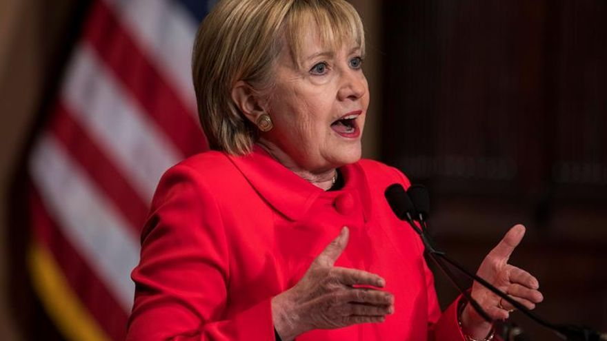 Clinton, a favor de que EE.UU. limite la capacidad aérea del régimen sirio
