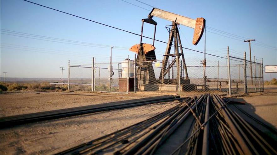 El petróleo de Texas baja un 0,93 por ciento y cierra con un nuevo mínimo anual