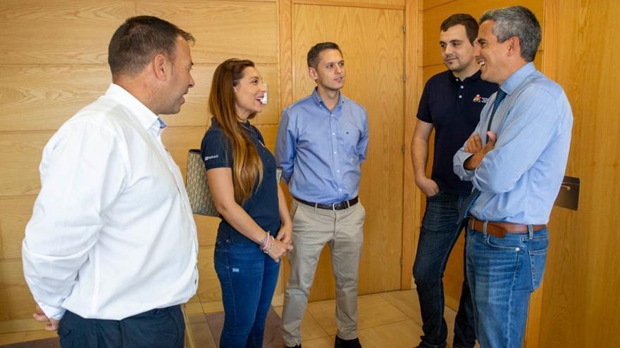 Zuloaga recibe a Sara Fernández y Efrén Llarena, campeones de Europa junior de rallies